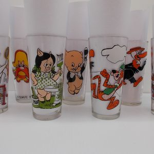 looney-tunes-glasses-all-dj-treasures-under-sugar-loaf-winona-minnesota-antiques-collectibles-crafts
