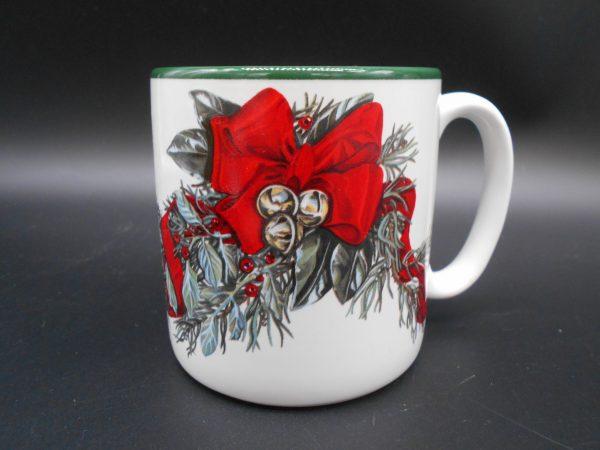 christmas-coffee-mug-1-dj-treasures-under-sugar-loaf-winona-minnesota-antiques-collectibles-crafts