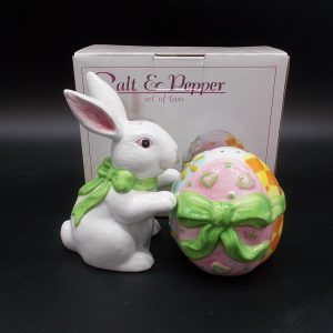 easter-bunny-egg-sp-1-dj-treasures-under-sugar-loaf-winona-minnesota-antiques-collectibles-crafts