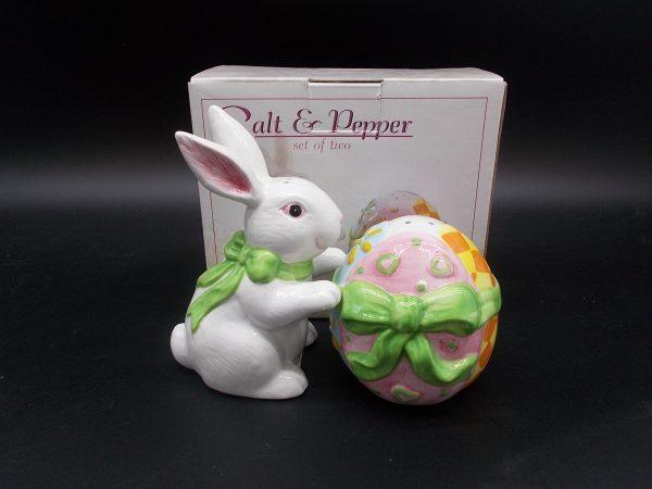 easter-bunny-egg-sp-1-dj-treasures-under-sugar-loaf-winona-minnesota-antiques-collectibles-crafts