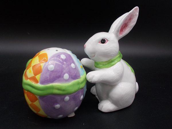 easter-bunny-egg-sp-3-dj-treasures-under-sugar-loaf-winona-minnesota-antiques-collectibles-crafts