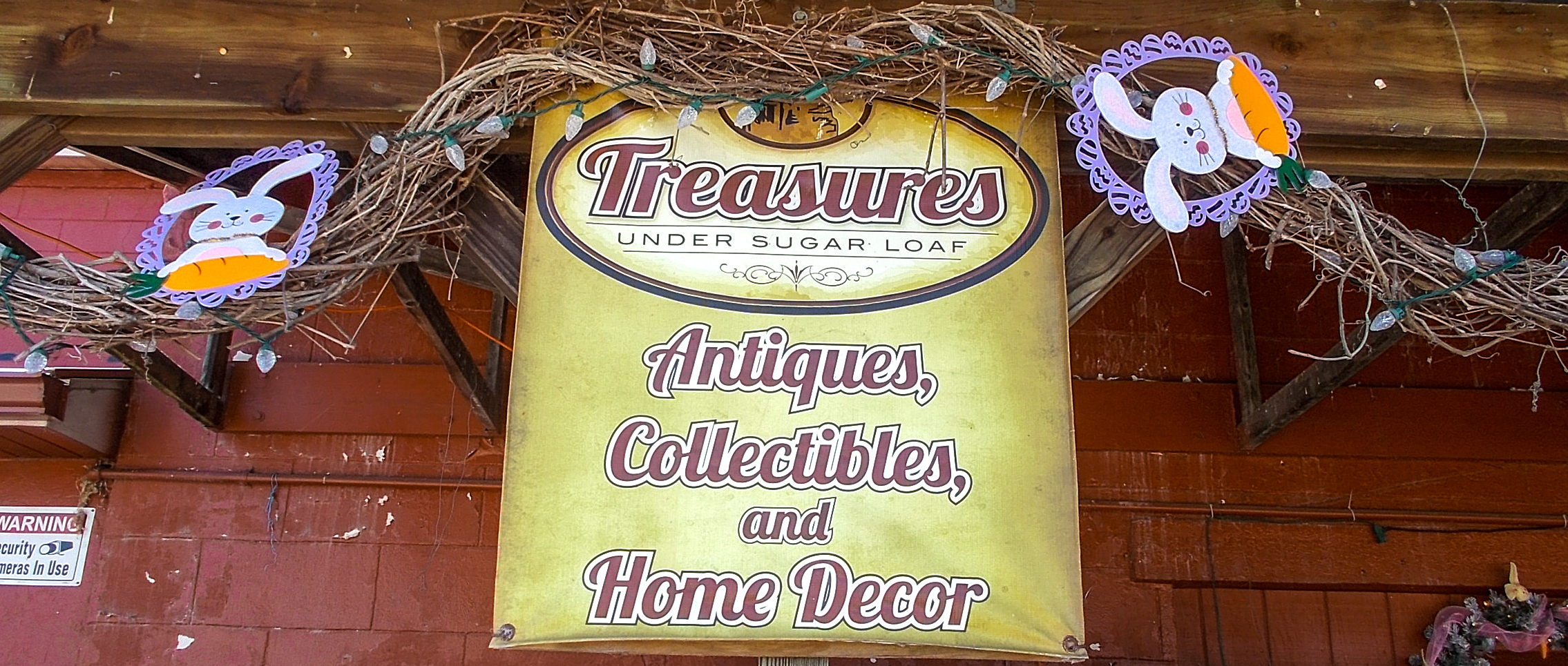 banner-treasures-front-easter-treasures-under-sugar-loaf-winona-minnesota-antiques-collectibles-crafts