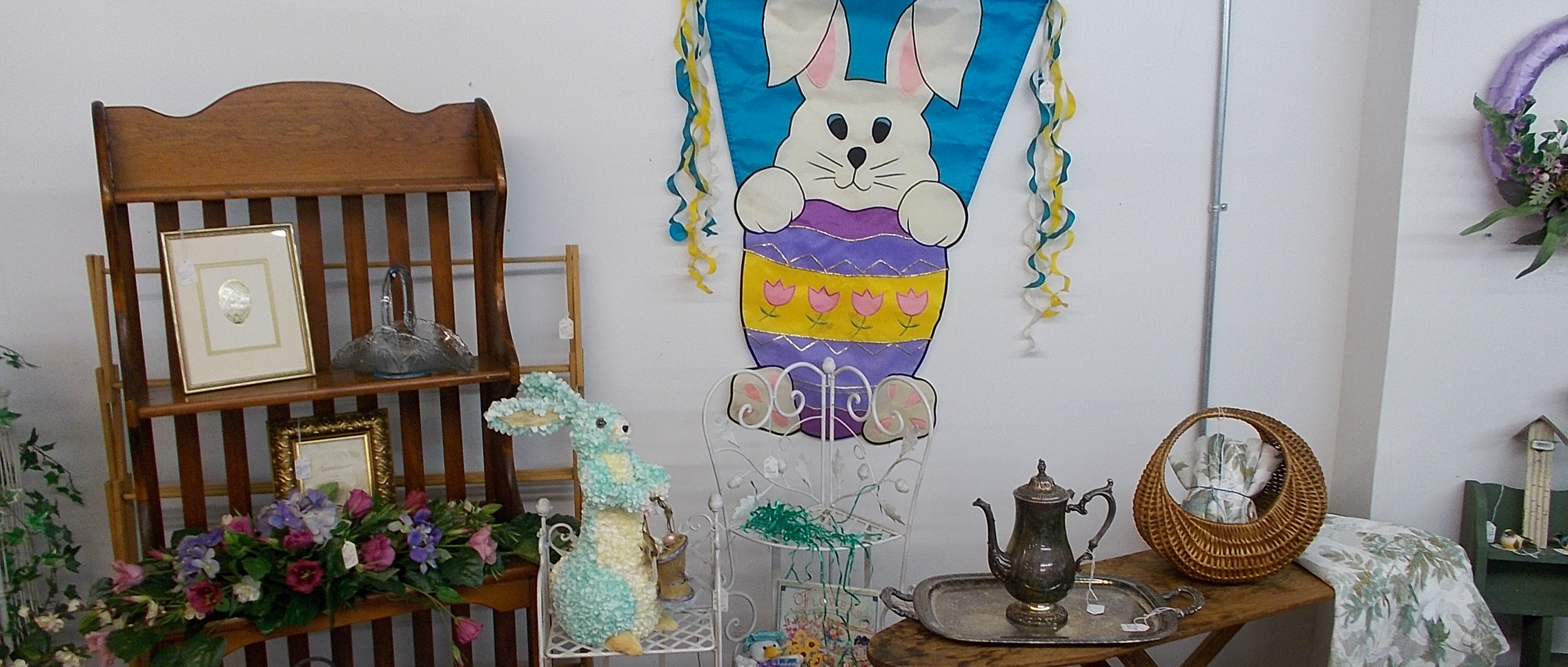 banner-easter-2-204-treasures-under-sugar-loaf-winona-minnesota-antiques-collectibles-crafts