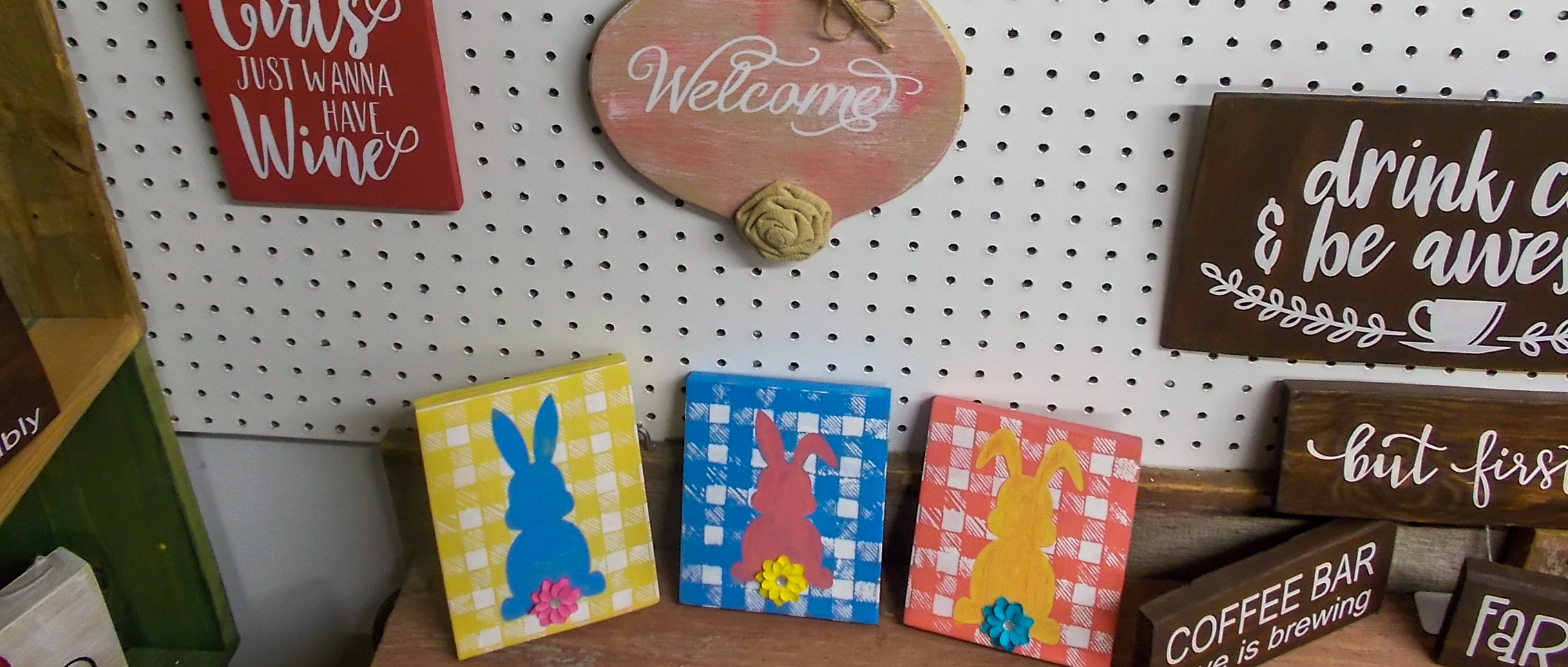 banner-easter-cms-treasures-under-sugar-loaf-winona-minnesota-antiques-collectibles-crafts