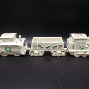 christmas-train-1-dj-treasures-under-sugar-loaf-winona-minnesota-antiques-collectibles-crafts