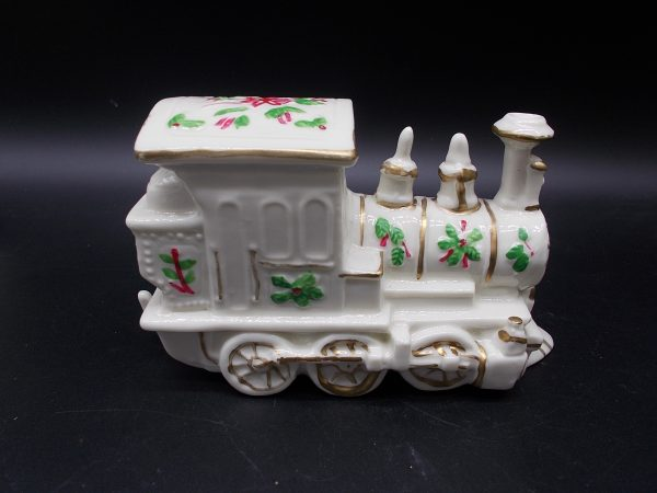 christmas-train-2-dj-treasures-under-sugar-loaf-winona-minnesota-antiques-collectibles-crafts