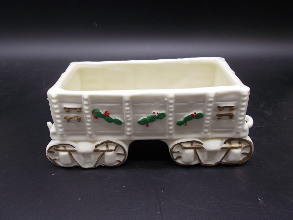christmas-train-3-dj-treasures-under-sugar-loaf-winona-minnesota-antiques-collectibles-crafts